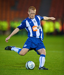 BLACKPOOL, ENGLAND - Wednesday, August 26, 2009: Wigan Athletic's Ben Watson in action against Blackpool during the League Cup 2nd Round match at Bloomfield Road. (Photo by David Rawcliffe/Propaganda)