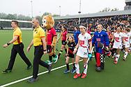 Eindhoven - Oranje Rood - Amsterdam  Dames, 1e ronde Playoffs, Eerste wedstrijd, Hoofdklasse Hockey Dames, Seizoen 2017-2018, 29-04-2018, Oranje Rood - Amsterdam 0-3,  spelers betreden het veld<br /> <br /> (c) Willem Vernes Fotografie