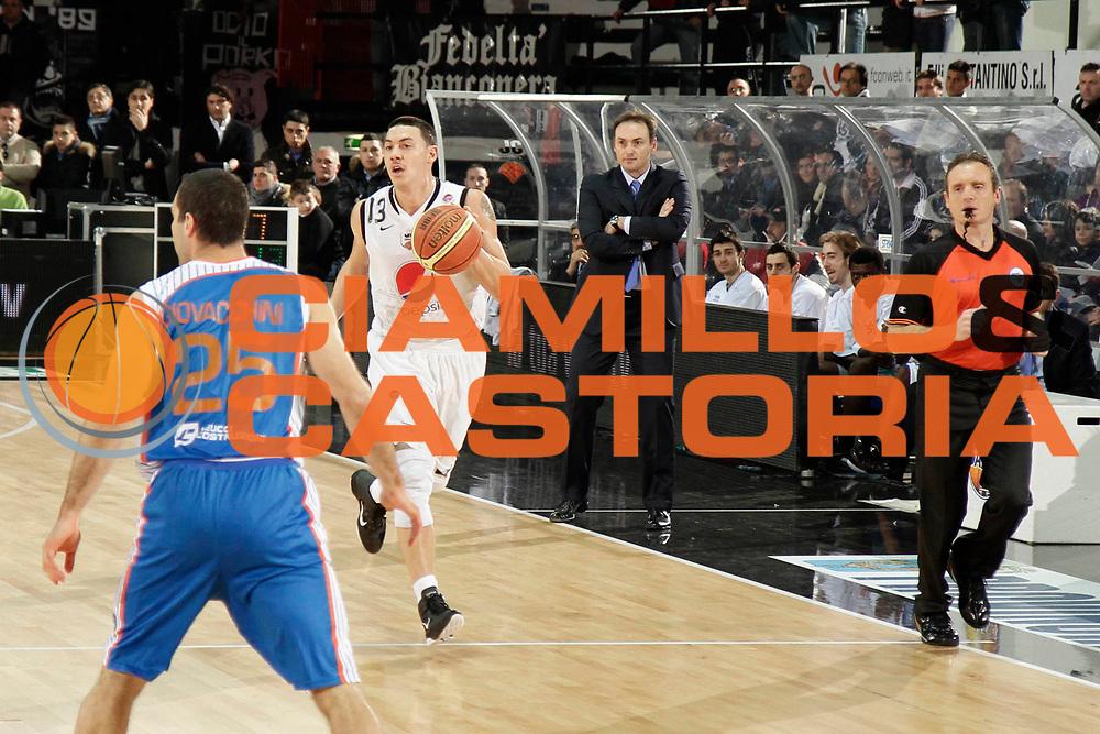 DESCRIZIONE : Caserta Lega A 2010-11 Pepsi Caserta Enel Brindisi<br /> GIOCATORE : Fabio Di Bella<br /> SQUADRA : Pepsi Caserta<br /> EVENTO : Campionato Lega A 2010-2011<br /> GARA : Pepsi Caserta Enel Brindisi<br /> DATA : 06/03/2011<br /> CATEGORIA : palleggio<br /> SPORT : Pallacanestro<br /> AUTORE : Agenzia Ciamillo-Castoria/A.De Lise<br /> Galleria : Lega Basket A 2010-2011<br /> Fotonotizia : Caserta Lega A 2010-11 Pepsi Caserta Enel Brindisi<br /> Predefinita :
