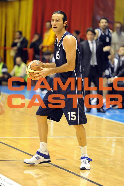 DESCRIZIONE : Forli LNP Lega Nazionale Pallacanestro Serie A Dilettanti 2009-10 Vemsistemi Forli Fortitudo Bologna<br /> GIOCATORE : Gennaro Sorrentino<br /> SQUADRA : Fortitudo Bologna<br /> EVENTO : Lega Nazionale Pallacanestro 2009-2010 <br /> GARA : Vemsistemi Forli Fortitudo Bologna<br /> DATA : 29/11/2009<br /> CATEGORIA : palleggio<br /> SPORT : Pallacanestro <br /> AUTORE : Agenzia Ciamillo-Castoria/M.Marchi<br /> Galleria : Lega Nazionale Pallacanestro 2009-2010 <br /> Fotonotizia : Forli LNP Lega Nazionale Pallacanestro Serie A Dilettanti 2009-10 Vemsistemi Forli Fortitudo Bologna<br /> Predefinita :