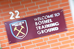 25.07.2017, Trainingsplatz TuS Bothel, Bothel, GER, Trainingslager, West Ham United, im Bild ein Schild am Eingang zum Platz heisst die G&auml;ste willkommen // during a trainingsession at the trainingscamp of the English Premier League Football Club West Ham United at the Trainingsplatz TuS Bothel in Bothel, Germany on 2017/07/25. EXPA Pictures &copy; 2017, PhotoCredit: EXPA/ Andreas Gumz<br /> <br /> *****ATTENTION - OUT of GER*****