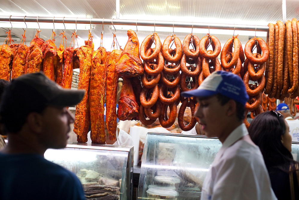 Belo Horizonte_MG, Brasil...80 anos do Mercado Central. Na foto comercio de carnes...80 years of Mercado Central. In this photo, the meats commerce...Foto: LEO DRUMOND / NITRO