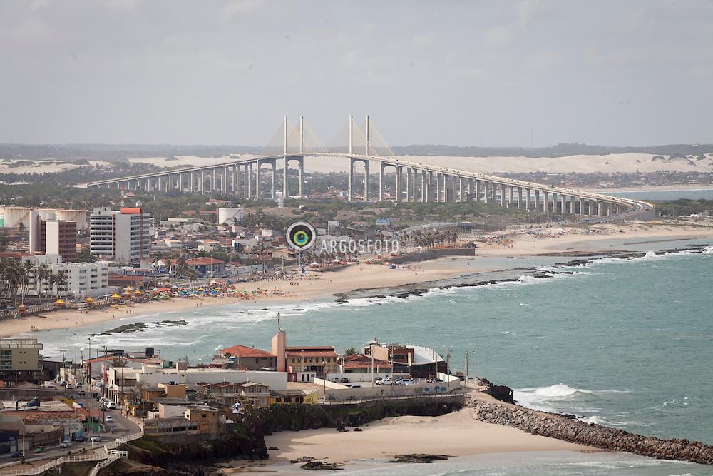 Vista aerea da praia dos artistas e Ponte de Todos./ Aerial view of the beach of artists and Bridge Everyone. Rio Grande do Norte, Brasil - 2013