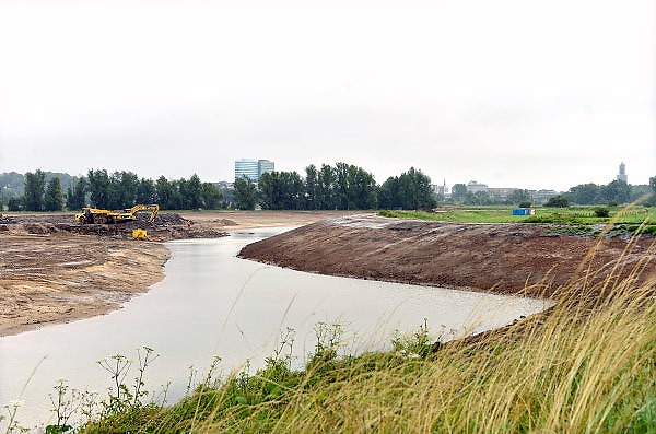 Nederland, Arnhem, 9-7-2014Dit gebied ten zuiden van de rijn, meinerswijk, is een groot natuur en recreatiegebied. Ook wordt het gebruikt en aangepast met een geul, nevengeul, om bij hoogwater het water uit de rivier beter te laten doorstromen, afvoeren. Room, space for the river. Reducing the level, waterlevel,the,netherlands,holland,rhine,measures.Foto: Flip Franssen/Hollandse Hoogte