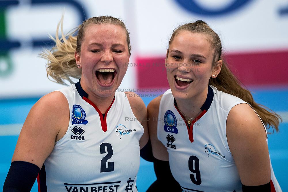 29-09-2018 NED: Supercup Sliedrecht Sport - Eurosped, Sliedrecht<br /> Sliedrecht takes the first price of the new season / Brechtje Kraaijvanger #2 of Sliedrecht Sport, Sarah van Aalen #9 of Sliedrecht Sport