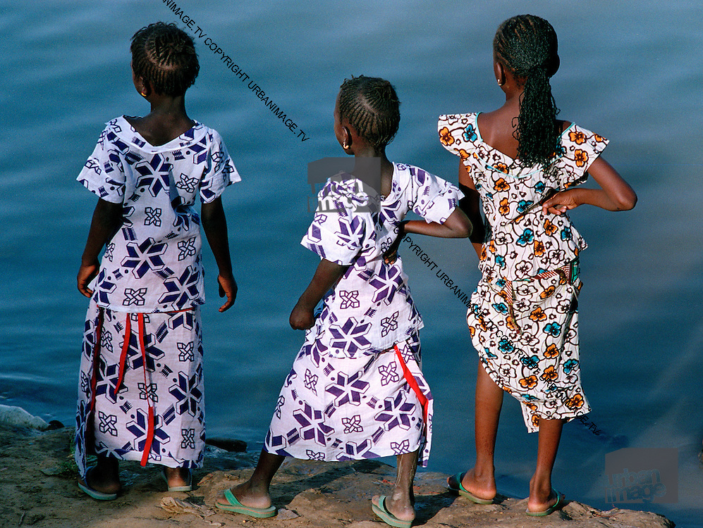 Girls by the river Senegal - Matam