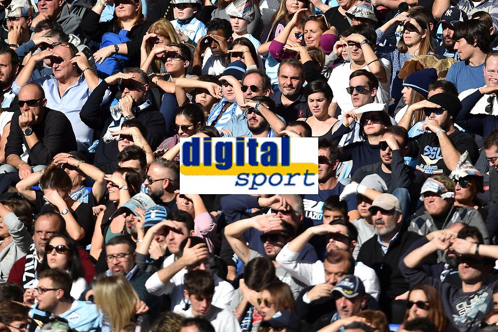 Tifosi della Lazio si proteggono dal sole con le mani. Lazio fans protect themselves from the sun<br /> Roma 23-12-2017 Stadio Olimpico Football Calcio Serie A Lazio - Crotone . Foto Andrea Staccioli / Insidefoto