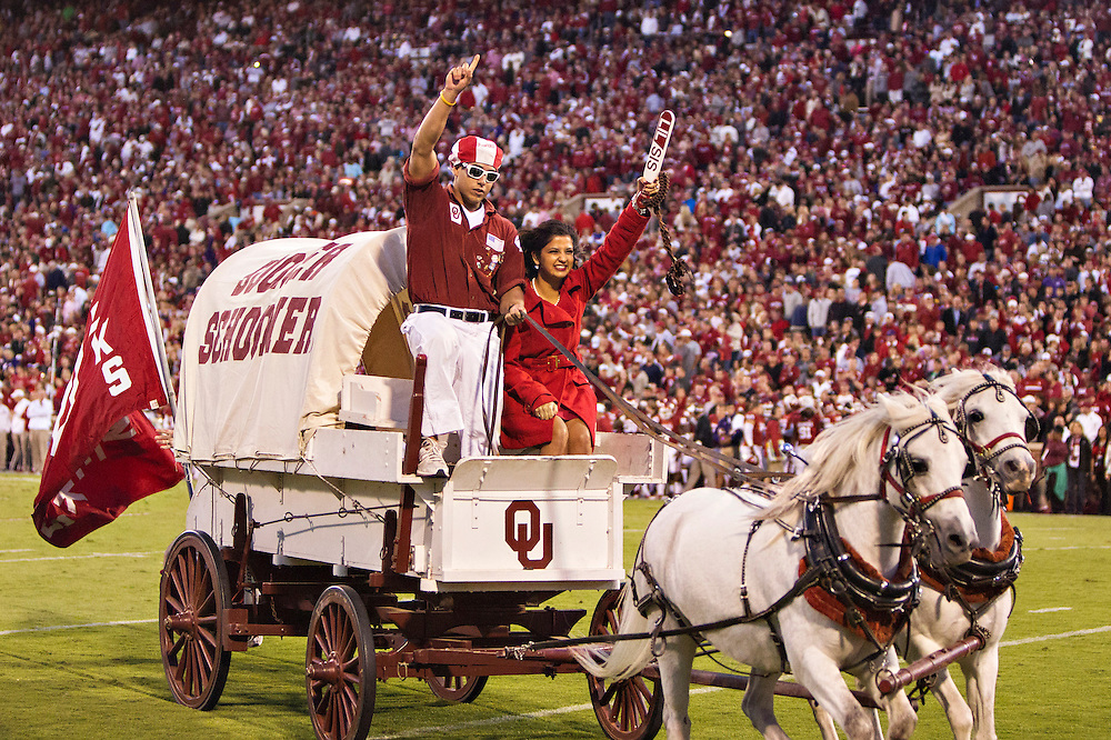 NORMAN, OK - OCTOBER 5:  Boomer Sooner of the Oklahoma Sooners rides around the field after a touchdown during a game against the TCU Horned Frogs at Gaylord Family Oklahoma Memorial Stadium on October 5, 2013 in Norman, Oklahoma.  The Sooners defeated the Horned Frogs (Photo by Wesley Hitt/Getty Images) *** Local Caption ***