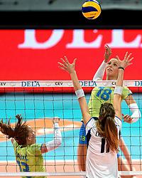 27-09-2015 NED: Volleyball European Championship Slovenie - Italie, Apeldoorn<br /> Italie wint met 3-0 van Slovenie / Sasa Planinsec,  Cristina Chirichhella<br /> Photo by Ronald Hoogendoorn / Sportida