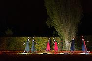 Nederland, Den Bosch, 20161105.<br /> Zielen in Gedachten op begraafplaats Orthen in Den Bosch.<br /> Dans op het kerkhof<br /> Zielen in Gedachten is een jaarlijkse herdenkingsbijeenkomst voor iedereen die hun overledenen in een sfeervolle, ingetogen omgeving wil gedenken. Een sfeervol uitgelichte route voert langs muziek, rituelen, beelden, verhalen en po&euml;zie op begraafplaats Orthen<br /> <br /> Netherlands, Den Bosch, 20161105.<br /> Souls in Thoughts on cemetery Orthen in Den Bosch. <br /> Souls in Thoughts is an annual commemoration for all who their dead in a stylish, understated surroundings will remember. An atmospheric highlighted route goes past music, rituals, images, stories and poetry on cemetery Orthen