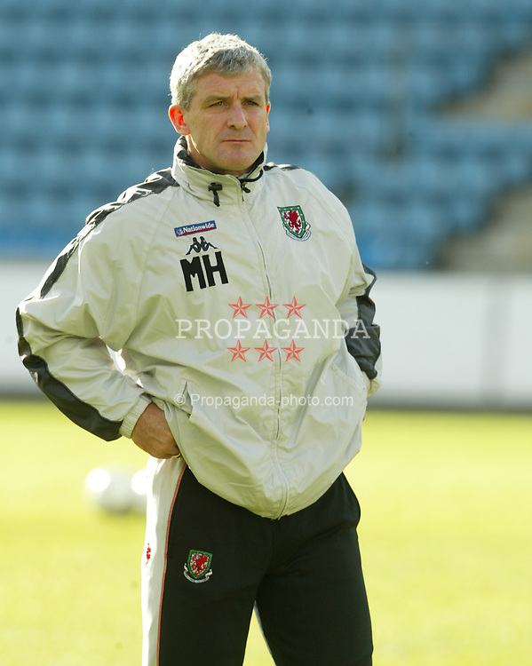 OSLO, NORWAY - Wednesday, May 26, 2004: Wales' manager Mark Hughes during a training session at the Ullevaal Stadium ahead of the friendly match against Norway. (Photo by David Rawcliffe/Propaganda)