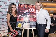 Koninklijk Theater Carre, Amsterdam. Lancering van de zevende editie van Amsterdam XXXl. Op de foto: Nathalie Hoop en Hans Klok
