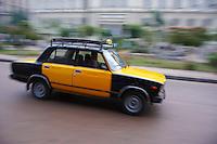 Egypte, la côte méditerranéenne, Alexandrie, taxi jaune // Egypt, Alexandria, the tramway. Yellow taxi