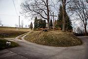 Eine vermutliche Grabstädte gegenüber dem Haus Na Sboru in Kunvald (deutsch Kunwald) welches an den Beginn der Brüderunität erinnert.