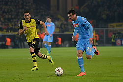 26.11.2013, Signal Iduna Park, Dortmund, GER, UEFA CL, Borussia Dortmund vs SSC Neapel, Gruppe F, im Bild Blerim Dzemaili (Napoli) gegen Nuri Sahin (Durtmund) // during UEFA Champions League group F match between Borussia Dortmund and SSC Napoli at the Signal Iduna Park in Dortmund, Germany on 2013/11/26. EXPA Pictures © 2013, PhotoCredit: EXPA/ Freshfocus/ Daniela Frutiger<br /> <br /> *****ATTENTION - for AUT, SLO, CRO, SRB, BIH, MAZ only*****