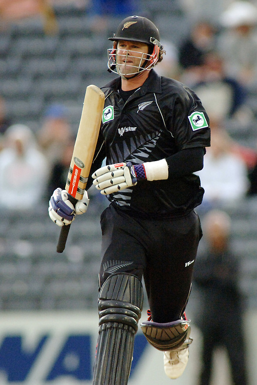New Zealand's Chris Cairns against Sri Lanka in the one day cricket international at Jade Stadium, Chirstchurch, New Zealand, Tuesday, January 03, 2006. Credit:SNPA/Ross Setford