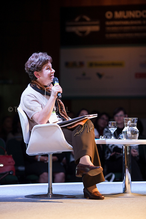 Lia Diskin talks at the 12th annual International Conference organized by the Ethos Institute in Brazil: Businesses and Social Responsibility. Sao Paulo, Brazil, 2010.