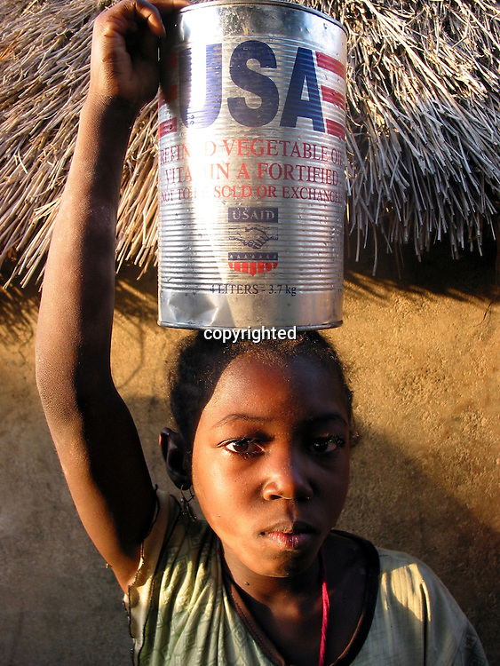 food aid to displaced people in Darfur.
