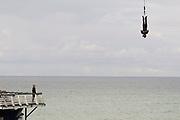 Nederland, Scheveningen, 18-9-2017Badplaats aan de Noordzee. In de nazomer wandelen mensen op het strand en de boulevard. De Pier en het Kurhaus zijn belangrijke toeristische attracties. Bungee Jump, bungeejumpen.Foto: Flip Franssen