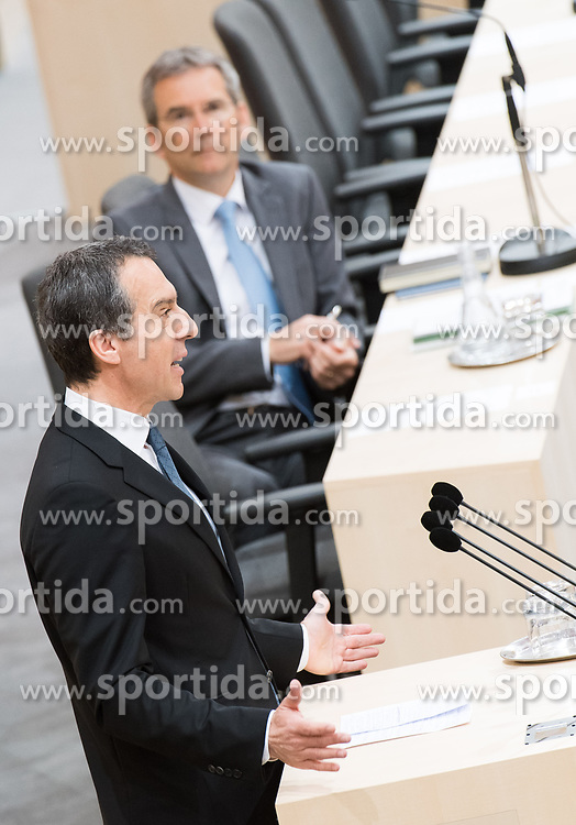 17.04.2018, Hofburg, Wien, AUT, Parlament, Sitzung des Nationalrates mit Generaldebatte über das Doppelbudget 2018 und 2019, im Bild SPÖ-Klubobmann Christian Kern vor Finanzminister Hartwig Löger (ÖVP) // Party whip of the Austrian Social Democratic Party Christian Kern in front of Austrian Minister for Finance Hartwig Loeger during meeting of the National Council of Austria regarding on federal budget for 2018 and 2019 at Hofburg palace in Vienna, Austria on 2018/04/17, EXPA Pictures © 2018, PhotoCredit: EXPA/ Michael Gruber