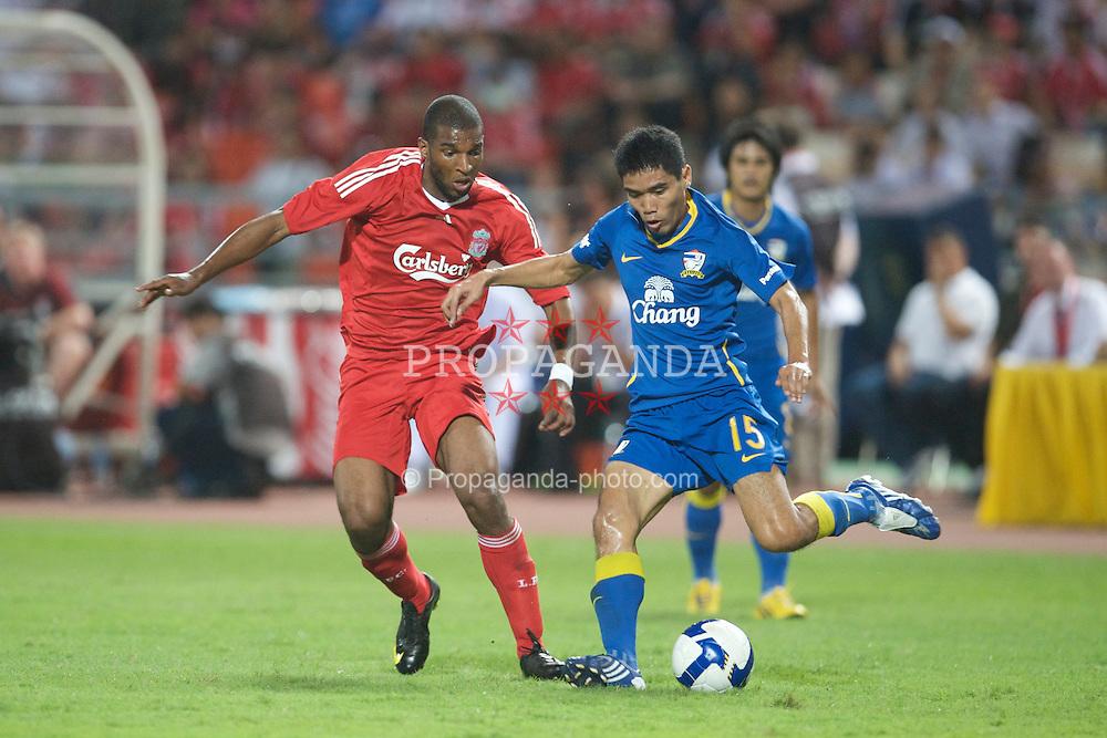 BANGKOK, THAILAND - Wednesday, July 22, 2009: Liverpool's Ryan Babel and Thailand's Surat Sukha during a preseason friendly match at the Rajamangala Stadium. (Pic by David Rawcliffe/Propaganda)