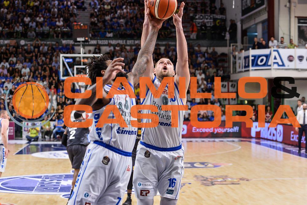Travor Lacey, Tautvydas Lydeka<br /> Banco di Sardegna Dinamo Sassari - Dolomiti Energia Aquila Basket Trento<br /> Legabasket Serie A LBA Poste Mobile 2016/2017<br /> Playoff Quarti Gara3<br /> Sassari 16/05/2017<br /> Foto Ciamillo-Castoria