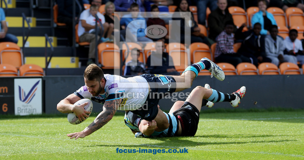 Mitch Achurch of Leeds Rhinos dives to score the try against London Broncos during the First Utility Super League match at The Hive Stadium, Harrow<br /> Picture by Stephen Gaunt/Focus Images Ltd +447904 833202<br /> 17/08/2014
