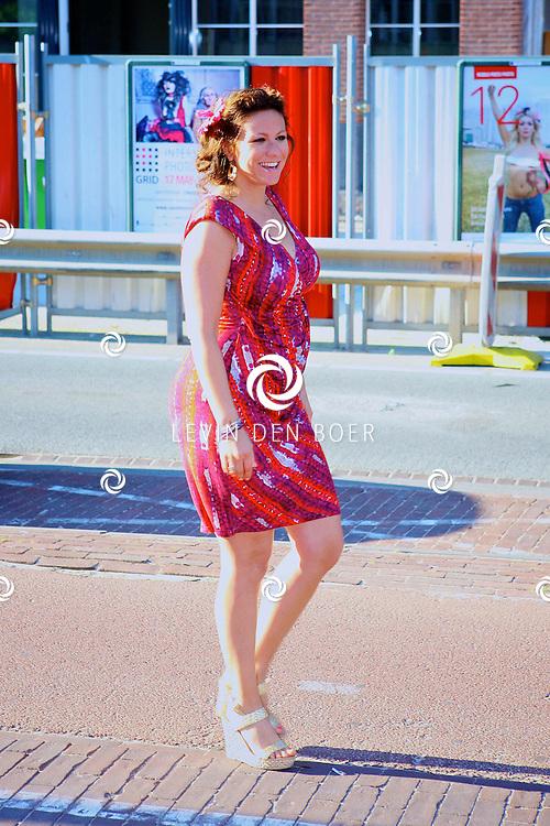 AMSTERDAM - In uitgaansgelegenheid Panama is de boek presenatie inclusief film van de Genootschap van Mendacium in premiere gegaan.  Met op de foto een zwangere Jessica Mendels. FOTO LEVIN DEN BOER - PERSFOTO.NU