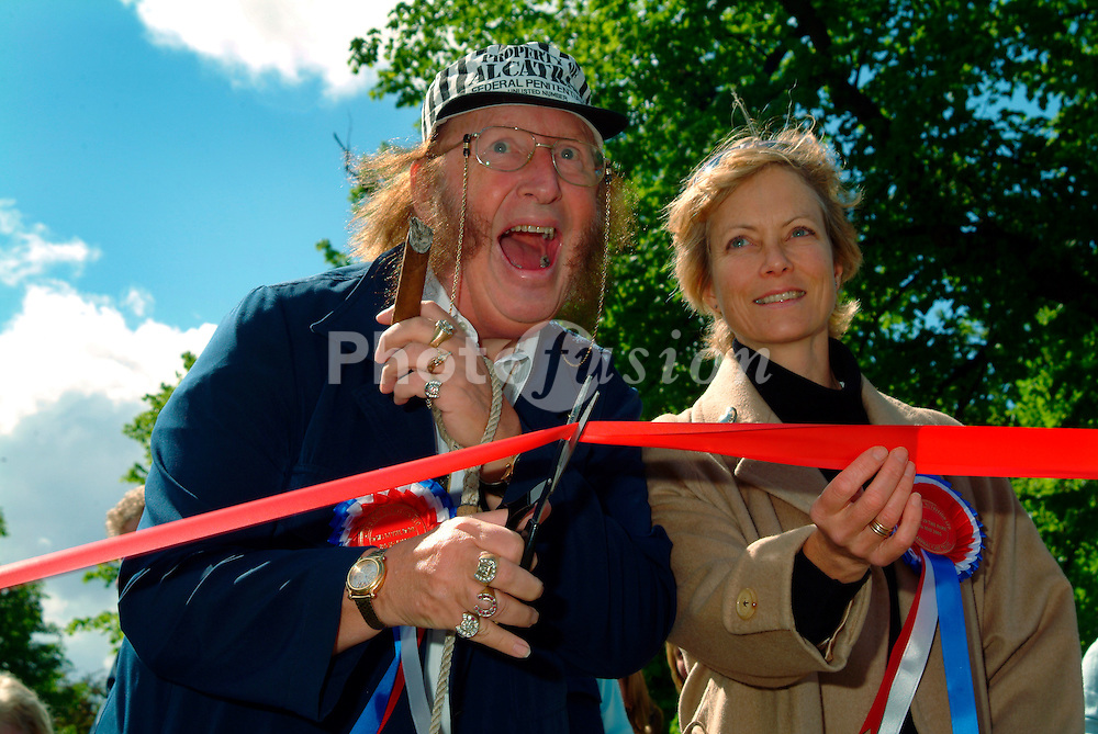 Racing pundit John McCririck & actress Jenny Seagrove opening Animal Health Campaign charity walk; Regents Park; London May 2005 UK