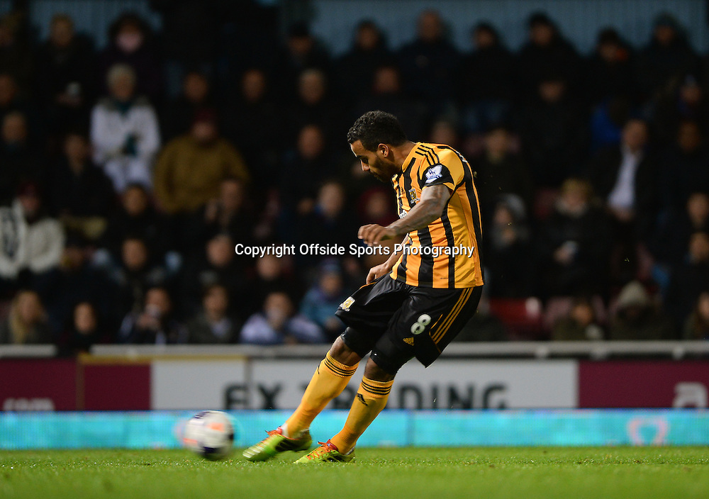 26 March 2014 - Barclays Premier League - West Ham United v Hull City - Tom Huddlestone of Hull City scores a goal from a free kick - Photo: Marc Atkins / Offside.