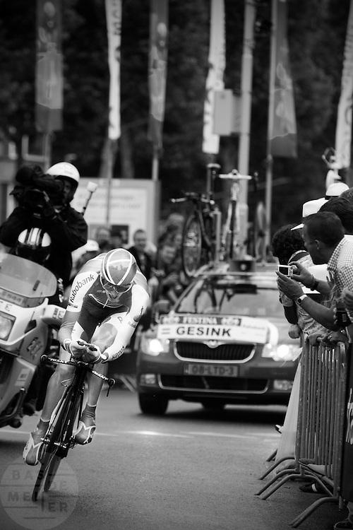 Robert Gesink bij de <br /> proloog van de Tour de France in Rotterdam.<br /> <br /> Robert Gesink at the prologue of the Tour de France 2010 in Rotterdam.