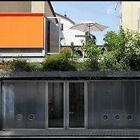 Torino San Salvario, sede dello studio di architettura Avventura Urbana, un ex opificio recuperato attraverso un'attenta progettazione bioclimatica. Coperture verdi e inerzia termica dell'involucro.