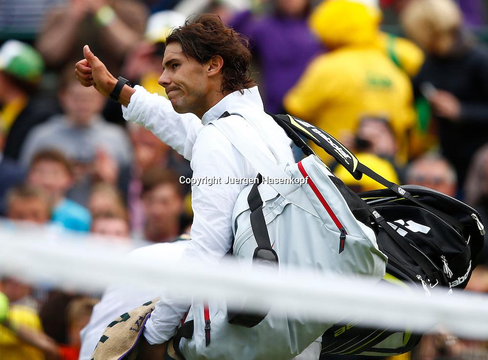 Wimbledon Championships 2013, AELTC,London,<br /> ITF Grand Slam Tennis Tournament,ein trauriger Rafael Nadal(ESP) verabschiedet sich vom Publikum nach seiner Niederlage,Einzelbild,<br /> Halbkoerper,Querformat,
