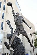 United Center, Michael Jordan Sculpture