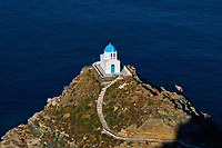 Grece, Cyclades, ile de Sifnos, eglise des sept Martyres en bas du village de Kastro // Greece, Cyclades islands, Sifnos, Seven Martyrs chapel, Kastro village