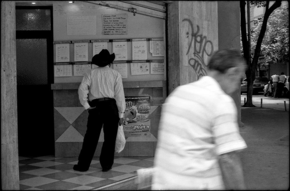 CARA-cas.Photography by Aaron Sosa.Caracas - Venezuela 2008.(Copyright © Aaron Sosa)