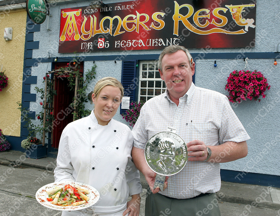 Catherine Daniels, Chef and Frank Daniels, Proprietor of Aylmers Rest Bar and Rastaurant Turnpike Road, Ennis which won the  Dining Pub of the Year for the third year running.<br />Pic: Don Moloney / Press 22