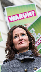 18.05.2017, Wien, AUT, Grüne, Klubobfrau Eva Glawischnig gab bei einer Pressekonfernz am 18.05.2016 um 10:00 Uhr ihren Rücktritt bekannt. im Bild Archivbild Gruene Klubobfrau und Nationlarratsabgeordnete Eva Glawischnig am 18.02.2014 bei einer Demonstration zur Hypo Alpe Adria vor dem Bundeskanzleramt // FILEPHOTO of Leader of the parliamentary group the greens and member of the parliament Eva Glawischnig<br />  during demonstration about Hypo Alpe Adria Bank in front of Chancellors Office, Vienna, Austria on 2014/02/18, Leader of the parliamentary group Eva Glawischnig (greens) resigned on 2017/05/18 from all political duties. EXPA Pictures © 2017, PhotoCredit: EXPA/ Michael Gruber