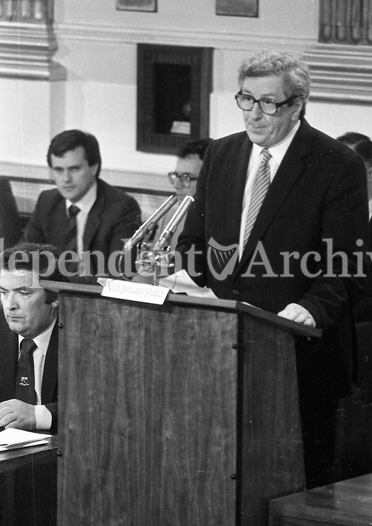 An Taoiseach Garret Fitzgerald speaking at the signing of the New Ireland Forum document in Dublin Castle, also pictured is John Hume SDLP Leader 02/05/1984 (Part of the Independent Newspapers Ireland/NLI Collection).
