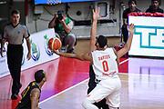 DESCRIZIONE : Varese FIBA Eurocup 2015-16 Openjobmetis Varese Telenet Ostevia Ostende<br /> GIOCATORE : Brandon Davies<br /> CATEGORIA : Tiro Sottomano<br /> SQUADRA : Openjobmetis Varese<br /> EVENTO : FIBA Eurocup 2015-16<br /> GARA : Openjobmetis Varese - Telenet Ostevia Ostende<br /> DATA : 28/10/2015<br /> SPORT : Pallacanestro<br /> AUTORE : Agenzia Ciamillo-Castoria/M.Ozbot<br /> Galleria : FIBA Eurocup 2015-16 <br /> Fotonotizia: Varese FIBA Eurocup 2015-16 Openjobmetis Varese - Telenet Ostevia Ostende