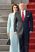 Officieel bezoek Jordanie aan Nederland - Dag 1<br /> <br /> Koning Abdullah II en koningin Rania worden tijdens de welkomstceremonie vergezeld door koning Willem-Alexander en koningin Maxima op Paleis Noordeinde.<br /> <br /> Official visit Jordan to the Netherlands - Day 1<br /> <br /> King Abdullah II and Queen Rania are accompanied during the welcome ceremony by King Willem-Alexander and Queen Maxima at Noordeinde Palace.<br /> <br /> Op de foto / On the photo: Koning Abdullah II en koningin Rania ///   King Abdullah II and Queen Rania