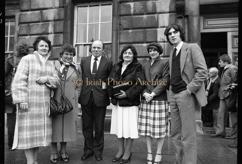 TDs arrive for the opening session of the 23rd Dáil...9-03-82.03-09-1982.9th March 1982..Pictured At Leinster House. ..From left:..Ann Lynch, .Lilly Buckley,.Cork North Central TD Fianna Fáil Dennis Lyons,.Kay Lyons.Imelda Lyons.Eamon Lyons
