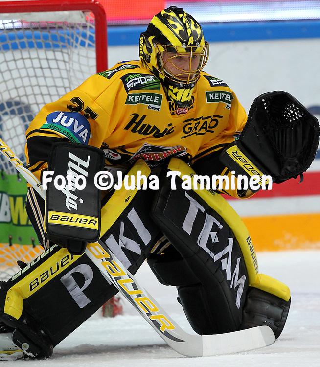 15.10.2014, Hakamets&auml;n halli, Tampere..<br /> J&auml;&auml;kiekon SM-liiga 2014-15. Ilves - KalPa.<br /> Eero Kilpel&auml;inen - KalPa