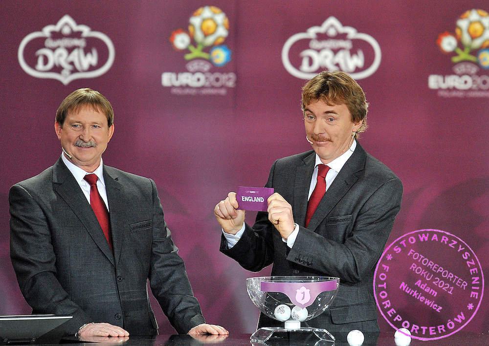 (L) ANDRZEJ SZARMACH AND (R) ZBIGNIEW BONIEK (BOTH POLAND) SHOW THE TICKET OF ENGLAND DURING THE EUFA EURO 2012 QUALIFYING DRAW IN PALACE SCIENCE AND CULTURE IN WARSAW, POLAND..THE 2012 EUROPEAN SOCCER CHAMPIONSHIP WILL BE HOSTED BY POLAND AND UKRAINE...WARSAW, POLAND , FEBRUARY 07, 2010..( PHOTO BY ADAM NURKIEWICZ / MEDIASPORT )..PICTURE ALSO AVAIBLE IN RAW OR TIFF FORMAT ON SPECIAL REQUEST.