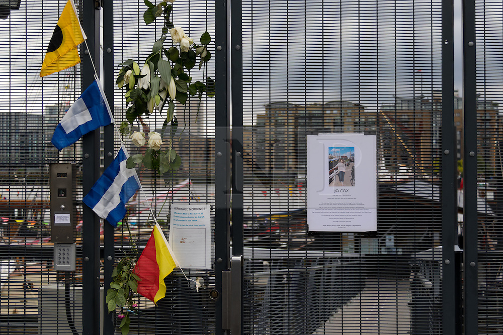 © Licensed to London News Pictures. 18/06/2016. LONDON, UK.  Tribute to Jo Cox at the entrance of Hermitage Moorings on the River Thames in Wapping, where the MP lived on a houseboat. The Labour MP for Batley and Spen was about to hold her weekly constituency surgery in Birstall Library on16 June 2016 when she was shot and stabbed in the street and later died. Friends and neighbours from the local community continue to visit Hermitage Moorings this morning to pay tribute to Jo Cox.  Photo credit: Vickie Flores/LNP