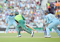 Cricket - 2019 ICC Cricket World Cup - Group Stage: England vs. South Africa<br /> <br /> South Africa's Quinton de Kock enjoys some luck as the ball lights up the stumps but the bails don't come off, at The Kia Oval.<br /> <br /> COLORSPORT/ASHLEY WESTERN