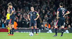 20.10.2015, Emirates Stadium, London, ENG, UEFA CL, FC Arsenal vs FC Bayern Muenchen, Gruppe F, im Bild l-r: enttaeuschung bei, Thomas Mueller #25 (FC Bayern Muenchen), Philipp Lahm #21 (FC Bayern Muenchen) und Robert Lewandowski #9 (FC Bayern Muenchen) // during UEFA Champions League group F match between Arsenal FC and FC Bayern Munich at the Emirates Stadium in London, Great Britain on 2015/10/20. EXPA Pictures © 2015, PhotoCredit: EXPA/ Eibner-Pressefoto/ Kolbert<br /> <br /> *****ATTENTION - OUT of GER*****