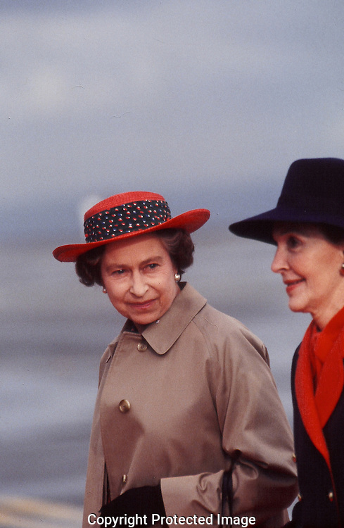 Quenn Elizabeth arrives in Santa Barbara CA and is greeted by First lady Nancy Reagan..Photograph by Dennis Brack BBBs 20