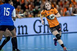 23-11-2017 NED: Nederland - Italie, Eindhoven<br /> Uitzwaaiduel Oranje in een volgepakt Topsportcentrum in Eindhoven tegen Italie wordt met ruime cijfers gewonnen 41-16 / Laura Van der Heijden #6 of Netherlands
