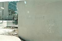 02 MAY 2001, BERLIN/GERMANY:<br /> Schriftzug Bundeskanzleramt und Bundesadler an einer Sandsteinmauer neben dem Eingang zum Bundeskanzleramt<br /> IMAGE: 20010502-01/04-34<br /> KEYWORDS: Kanzleramt, Schild